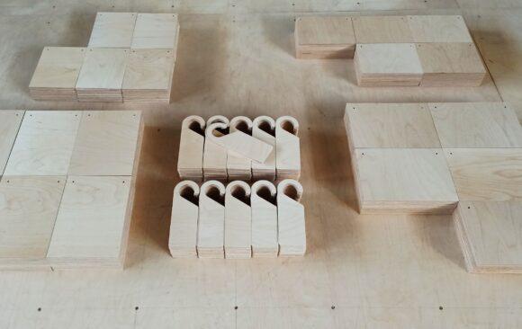 Realizacje: Tabliczki i zawieszki ze sklejki