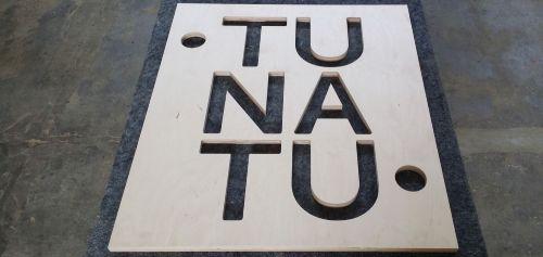 Frezowanie logo, liter, kształtów