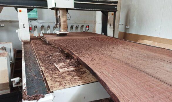 Realizacje: planowanie CNC blatu drewnianego