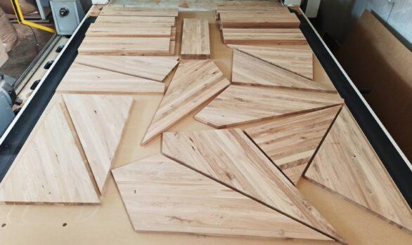 Realizacje: frezowanie CNC schodów z drewna dębowego