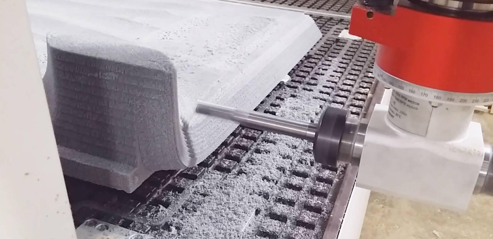 styrodur na maszynie podczas frezowania CNC