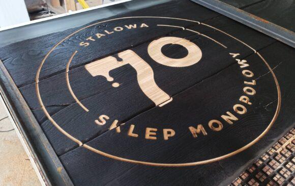 Realizacje: Grawerowanie CNC logo w drewnie